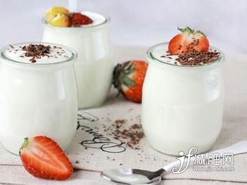 蜗牛扑克:酸奶怎么喝减肥 6大酸奶减肥误区要避免