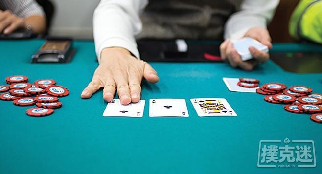 蜗牛扑克:如何游戏暗三条