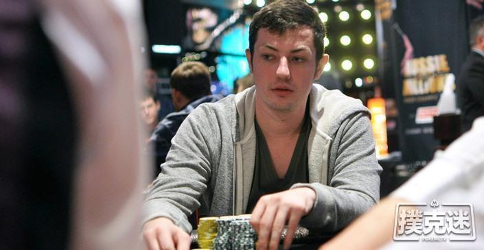 蜗牛扑克:俄罗斯牌手弃掉四条,Tom Dwan当场傻眼