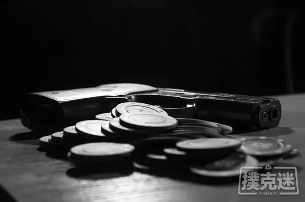 蜗牛扑克:地下扑克里的无间道 警员知法犯法帮局头指认警方卧底