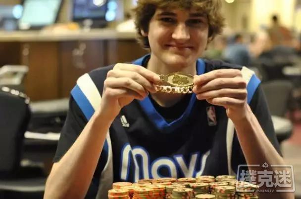蜗牛扑克:20岁的小伙逃课打牌赢得锦标赛冠军,奖金9310