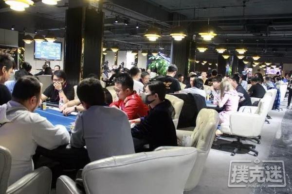 蜗牛扑克:90.5万记分牌领跑全场,38人晋级老虎杯Day3