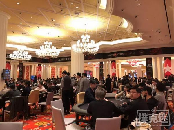 蜗牛扑克:红龙杯比赛正酣,红龙扑克线上助力每天三场红包雨,静待10万锦鲤红包出现