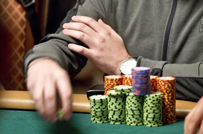 蜗牛扑克:牌局分析:试图保护你的牌的风险