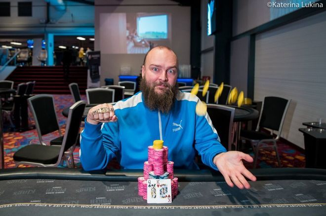 【蜗牛扑克】Tomas Fara夺冠第7项赛事:从一个大盲到一条金手链