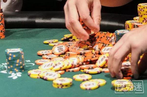 【蜗牛扑克】翻前犯错却意外得到回报   德州扑克牌局分析