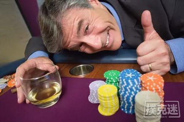 【蜗牛扑克】扎金花老手改打德州扑克,从鱼到鲨的进化