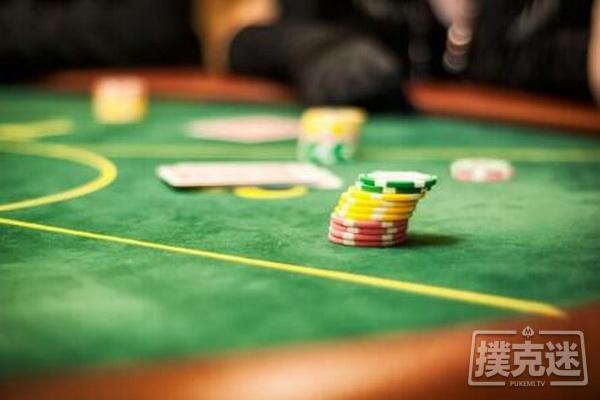 【蜗牛扑克】德州扑克跟注还是弃牌?谈阻断牌与抓诈牌之间的联系