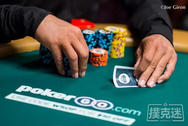 【蜗牛扑克】线下德州扑克策略|泄露你手牌的3个方式