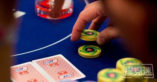 【蜗牛扑克】德州扑克在按钮位置偷盲被跟注后的翻后策略
