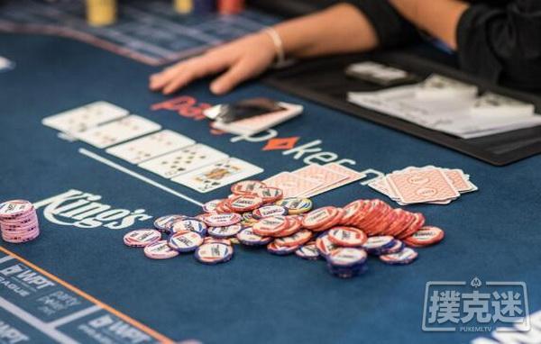 【蜗牛扑克】德州扑克牌局分析:暗三条在听牌完成时应该如何游戏?
