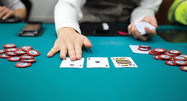 【蜗牛扑克】德州扑克如何游戏暗三条