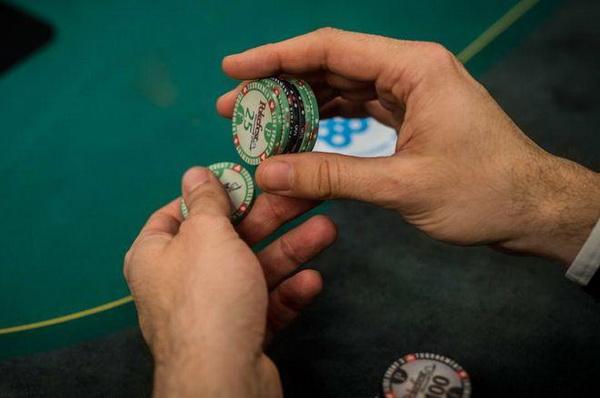 【蜗牛扑克】德州扑克锦标赛牌手在筹码量不到25BB时所犯的最大错误