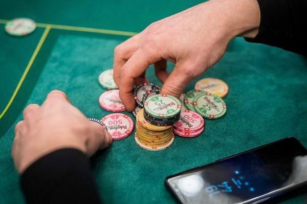 【蜗牛扑克】德州扑克锦标赛牌手在筹码量50-75BB时所犯的最大错误