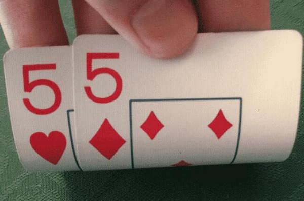 【蜗牛扑克】德州扑克如何在比赛中游戏小口袋对子?