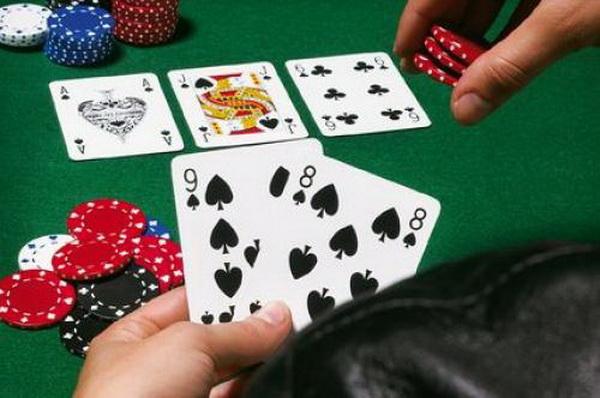 【蜗牛扑克】德州扑克中如何用同花听牌诈唬