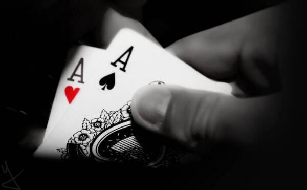 【蜗牛扑克】德州扑克大神Jonathan Little谈扑克:一手打错的AA