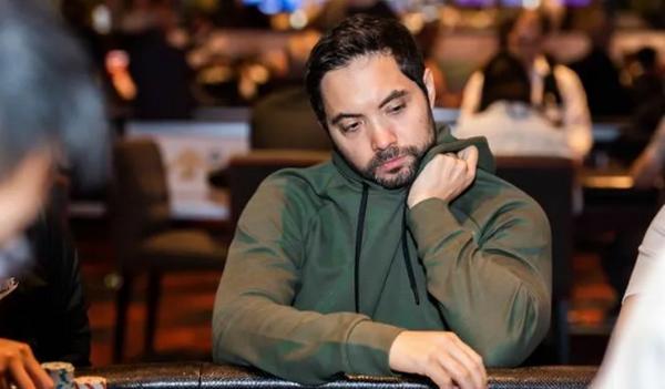 蜗牛扑克:Timothy Adams领跑超级百万赛决赛桌