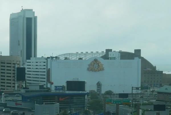 蜗牛扑克:竞价炸了特朗普的娱乐场!