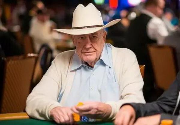 蜗牛扑克:Doyle Brunson赞美Phil Hellmuth是世界上最伟大的牌手!