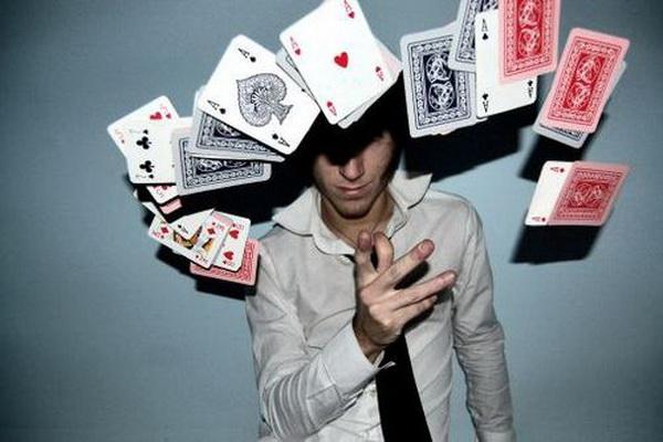 【蜗牛扑克】德州扑克河牌圈遭遇松凶型牌手全压,要不要跟注?