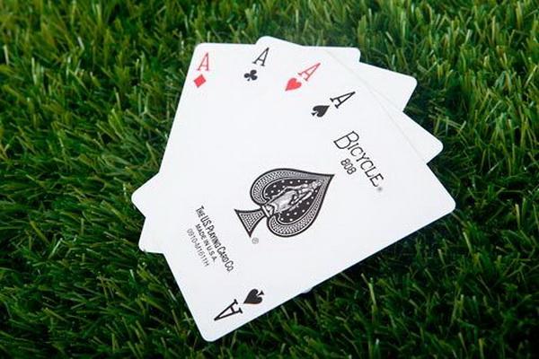 【蜗牛扑克】德州扑克在按钮位置游戏小口袋对子的最佳策略是什么