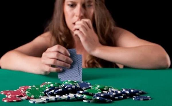 【蜗牛扑克】德州扑克降级的5个常见错误(以及5种纠正方法)