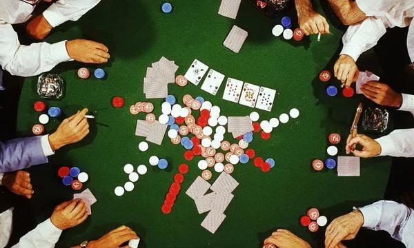【蜗牛扑克】德州扑克职业高手分析在微注额牌局他们会怎么打