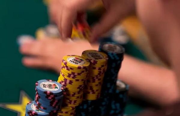 【蜗牛扑克】德州扑克Bluff的时候思考下自己的低端范围?