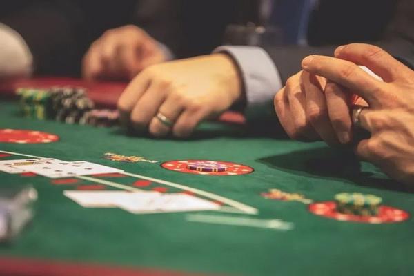 【蜗牛扑克】德州扑克手握好牌无人跟注,办法来了!
