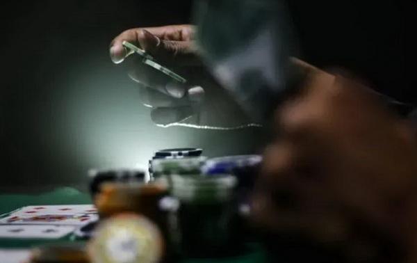 【蜗牛扑克】弃牌赢率:迫使对手放弃一手更强牌而获益