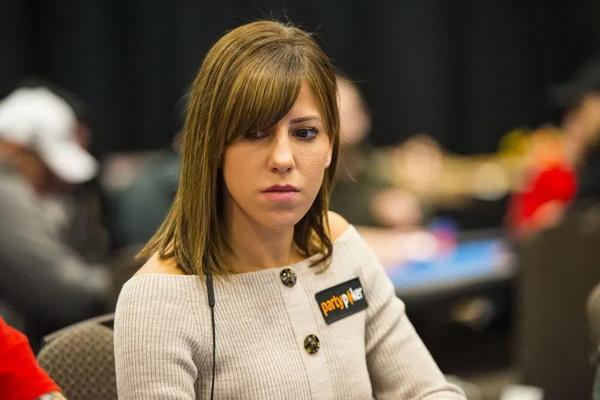 蜗牛扑克:告诉Kristen Bicknell你的扑克故事,赢取百万赛席位