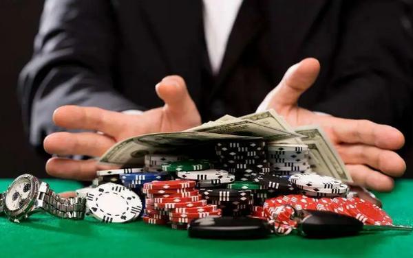 【蜗牛扑克】当职业牌手长考的时候他在想什么?