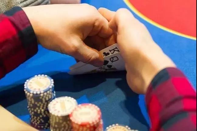 【蜗牛扑克】给德州扑克职业牌手下套的方法(上)