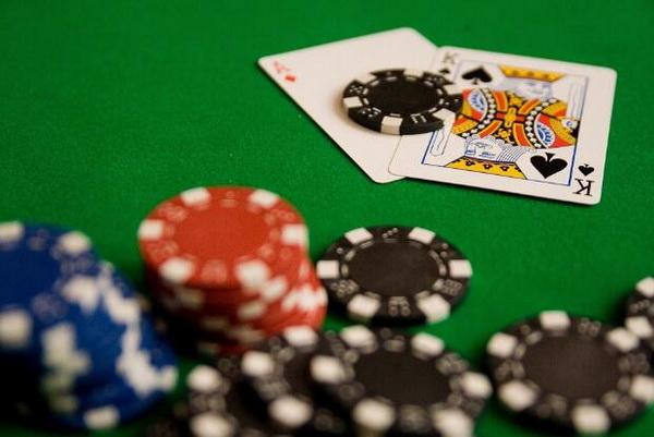 【蜗牛扑克】德州扑克筹码量超过100BB的打法