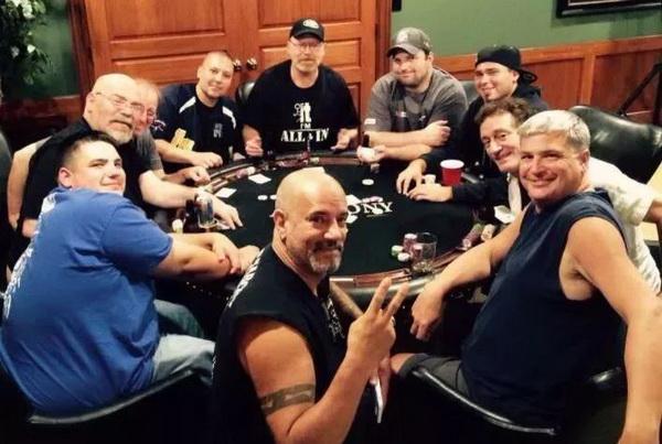 【蜗牛扑克】德州扑克碰到这3种牌,别迷恋!翻前记得赶快甩掉