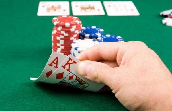 【蜗牛扑克】德州扑克重要的是范围,而不是底牌