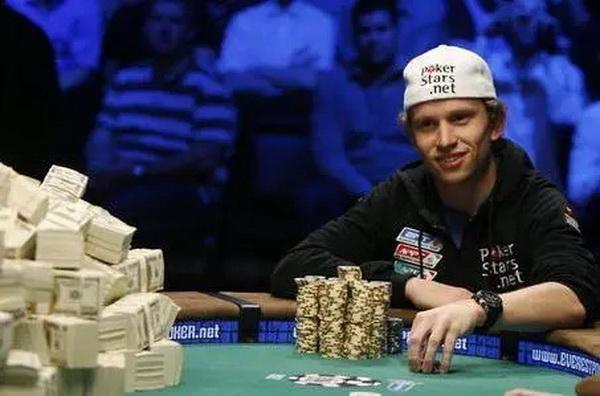 【蜗牛扑克】德州扑克赛史上最想骂人的三个瞬间