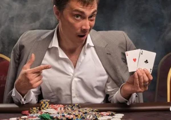 【蜗牛扑克】评估德州扑克中的手牌只是翻牌前策略的一个方面