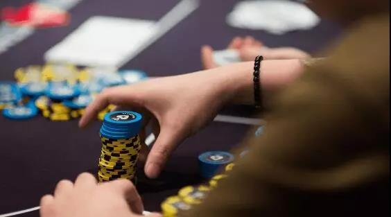 【蜗牛扑克】德州扑克让对手的诈唬不偏不倚