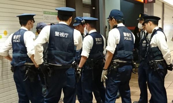 蜗牛扑克:日本某黑帮非法扑克室被警方捣毁