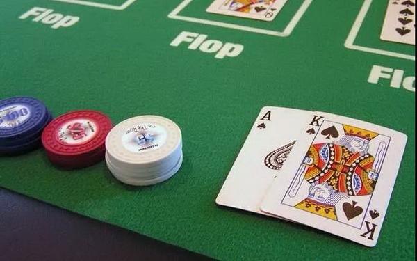 【蜗牛扑克】德州扑克常规桌牌谱分析:每天我都在不停的开火