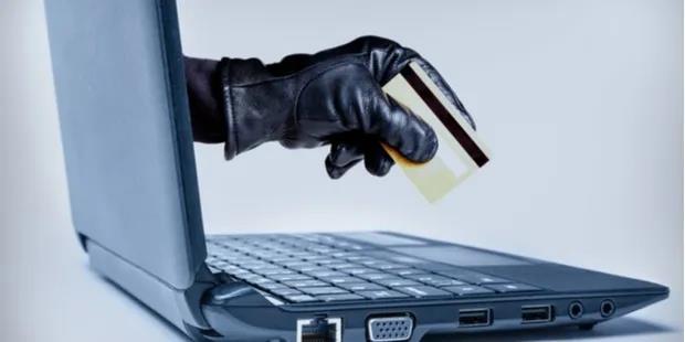蜗牛扑克:男子盗用1800个身份在网上欺诈性地玩扑克