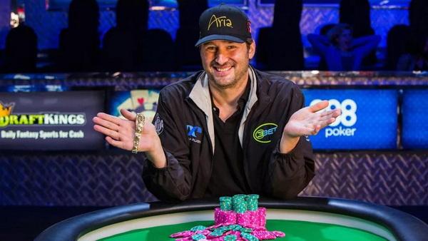 蜗牛扑克:Nick Wright投降,扑克传奇Hellmuth再次证明自己的实力