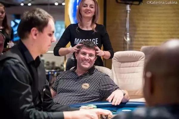蜗牛扑克:国王扑克室老板在自家打超浪PLO拿下超大底池